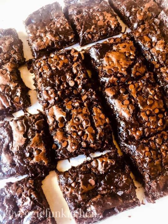 vegan fudge brownies cut and in 16 pieces
