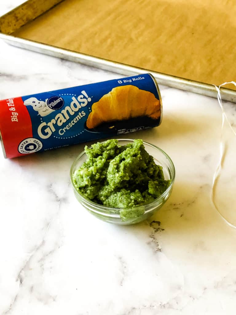 Ingredients for easy dinner rolls including canned crescents, pesto and believe it or not, floss!