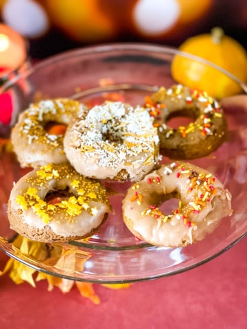 glass tray with baked donuts